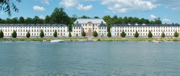 Nye ob vill inte bo pa karlbergs slott
